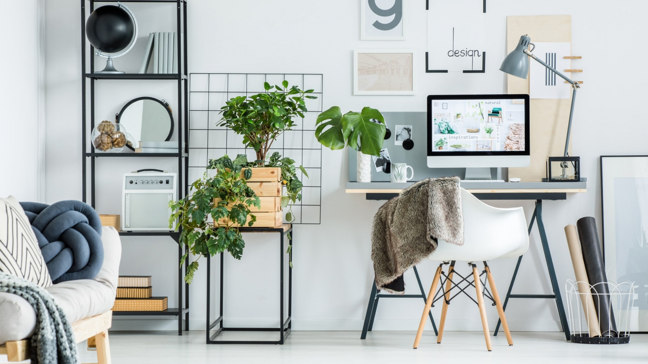 simple-home-office-with-tree-PBXRXYB-large87yyy-min